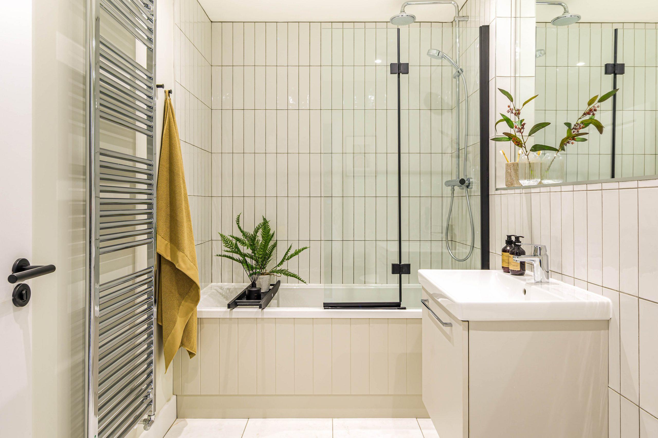 Garden Mews bathroom interior